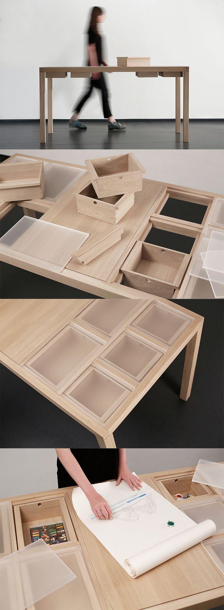 Escritorio modular de madera de pino con ensambles de Horquilla, diseñado por Laura Mrkša. -AK