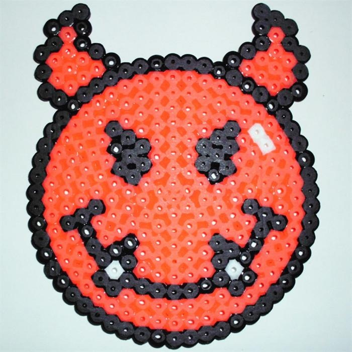 Smiley devil perler beads by dora p perler gallery perles pinterest diable perles - Perle a repasser smiley ...