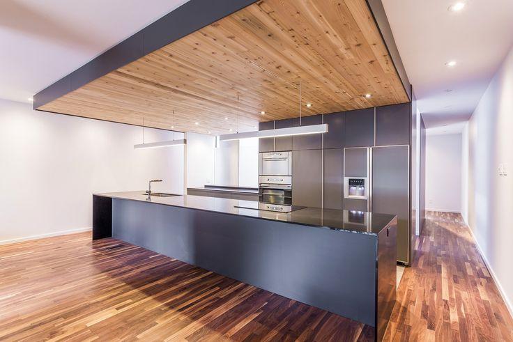 Резиденция Waverly является результатом работы студии MU Architecture в Монреале, Канада. Созданная для состоятельного владельца, она представляет собой полностью переделанный дуплекс, увеличенный вдвое за счёт небольшой пристройки в части заднего двора и обустройства цокольного этажа. Площадь об...
