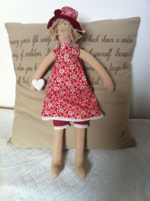 Adorable doll with a little heart in her hand. Meska (Solange).