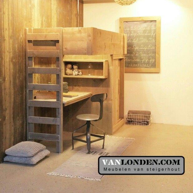 17 beste idee n over kleine kamers op pinterest kleine kamer inrichting studio appartementen - Kleedkamer voor mansard kamer ...