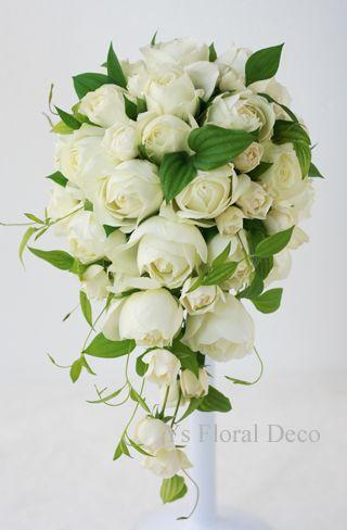 カップ咲きのバラと利久草のキャスケードブーケ  ys floral deco