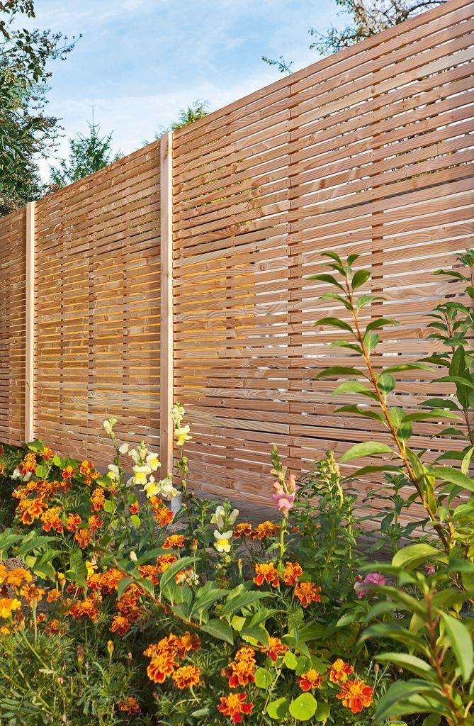 Garden Fencing Ideas And Their Benefits Eingezaunter Gemusegarten Vertikaler Garten Und Nachbar