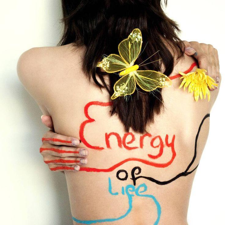L' #energia della #vita ci scorre nelle vene! Original photo by Original photo by Loes.  #energyislife #life #love #body #storytelling #woman #energy #butterfly #green #eco #light #sun