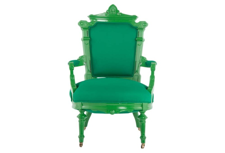 Love this chair.: Color Green, Idea, Painted Furniture, Chairs Check, Spray Painting Furniture, Charming Chairs, Chair Colorpaintedchairs, Green Chairs