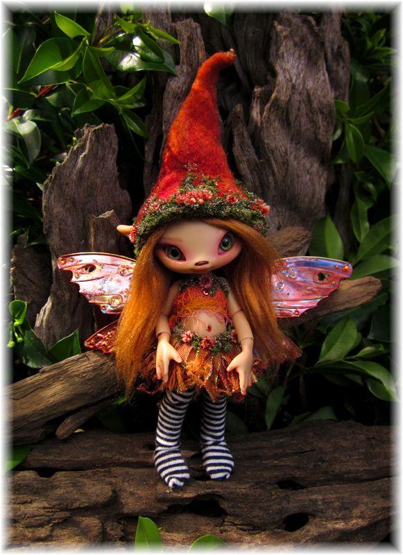 Kyn is a tiny fairy friend of Lulu Rose.  Both are new bjds of Australian artist Kerrie Sawyer and can be seen on jpopdolls.net.