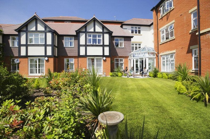 £219,950  2 Bedroom Upper Floor Flat Apartment / Studio - Kingswood Road, Tunbridge Wells, Kent, TN2 4BP Estate Agents