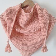 Tuto: trendy châle rose à pompons. Tuto tricot, gratuit, français.