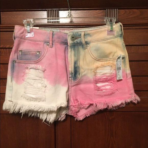 New Bullhead High Waist Dip Dye Shorts  Size 5 New with tags Bullhead high waisted multicolor dip dye shorts! Size 5! Bullhead Shorts Jean Shorts