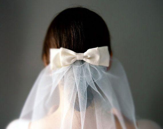 Classic Short Ivory Bridal Shoulder Length Tulle Veil by Lynn Watt