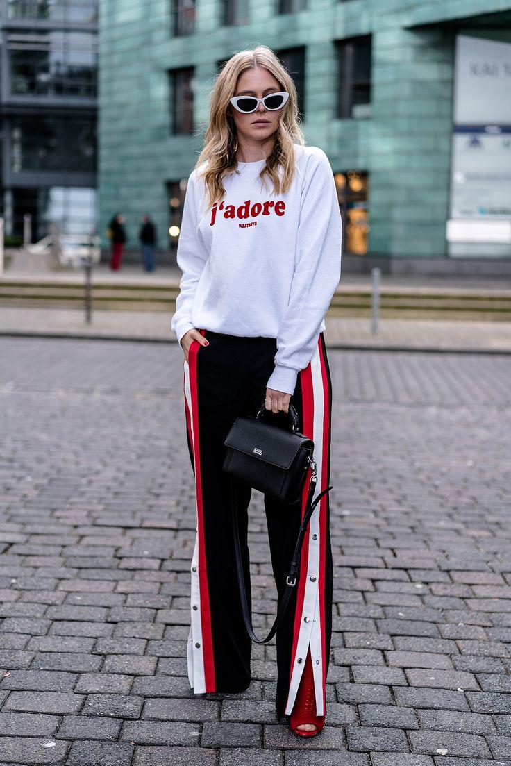 Outfit: <b>Hose mit Druckknöpfen</b>, Sweater & <em>High Heels</em>