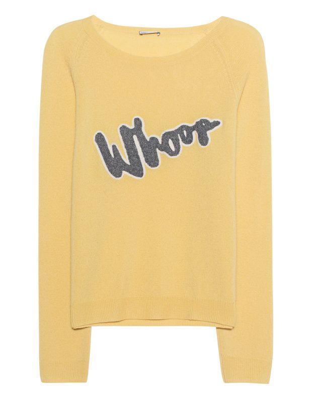 Woll-Kaschmir-Pullover Sonnig gelber Pullover aus einem luxuriösen Woll-Kaschmir-Mix im figurbetonten Schnitt mit Rundhalsausschnitt, Raglan-Ärmeln und einem Frottee-Schriftzug vorn.  Whoop-whoop - mit diesem Pullover kommt frischer Wind in den Kleiderschrank!