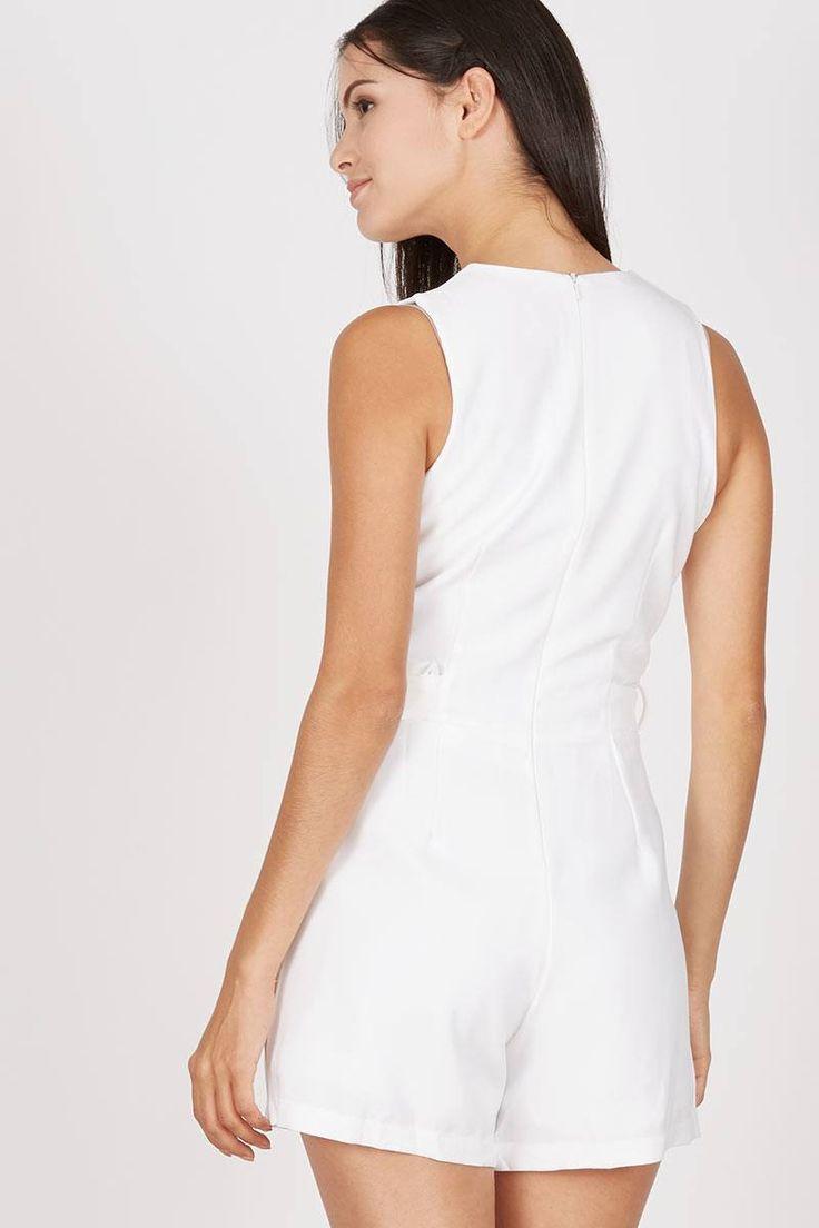 GW Einbeck Playsuit in White  IDR169.000  Dress dengan model jumpsuit. cocok dipakai untuk penampilan kamu saat hangout. memiliki detail belt. segera miliki untuk koleksi terbaru.  Jumpsuit | Berrybenka.net
