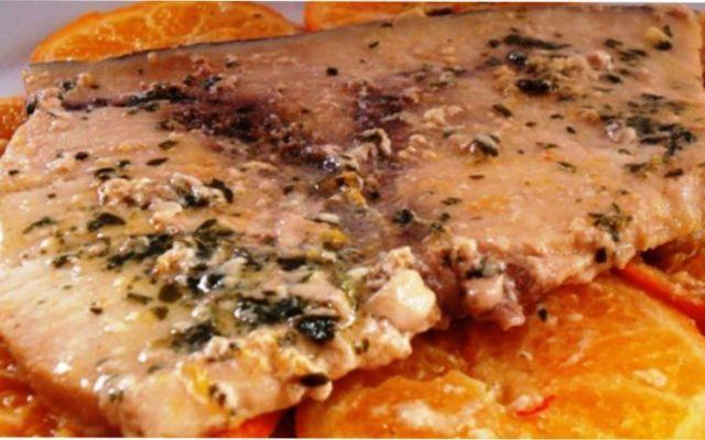 Ricetta del pesce spada con salsa all'arancia in padella #pesce #spada #ricetta #arancia