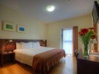 De paso o para estancias más largas. Esta habitación doble superior es perfecta para todo tipo de estancias en #Cadiz.