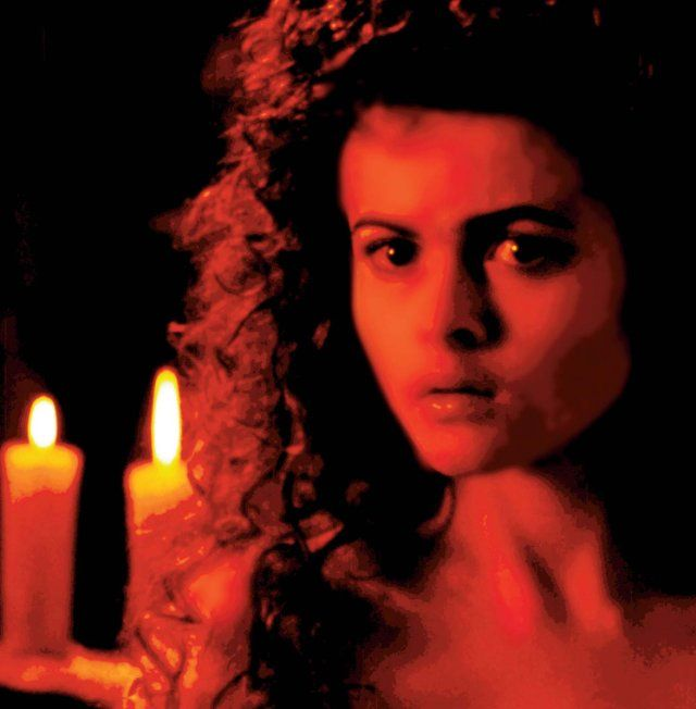 Still of Helena Bonham Carter in Mary Shelley's Frankenstein (1994)