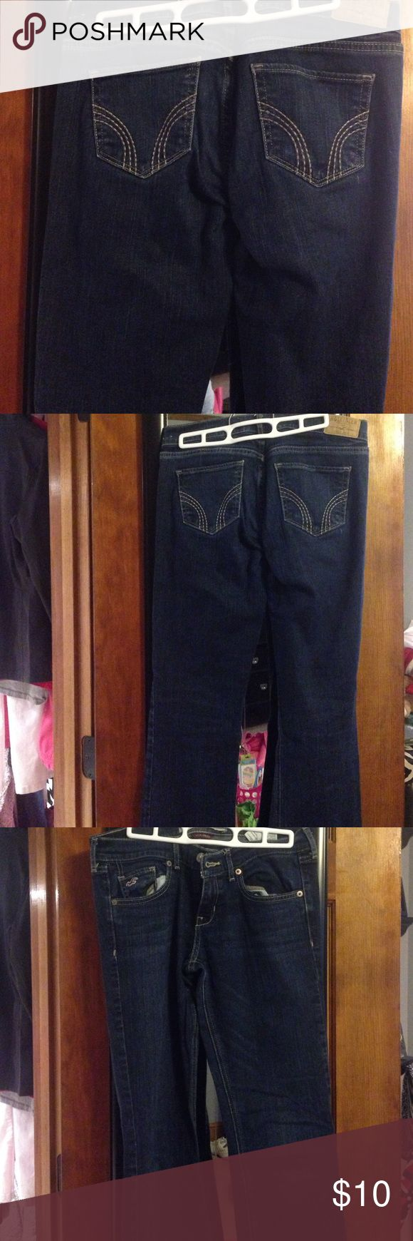 Hollister Jeans Hollister jeans. They are a straight cut/boot cut jean. Size 5L. W27 L35. No stains or rips. Smoke free home! Hollister Pants Straight Leg