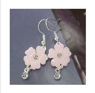 Beautiful Pink Flower Crystal Silver Dangle Earrings: Pink Flowers, Crystals Silver, Charms Diamonds, Earrings Pink, Flowers Crystals, Dangle Earrings, Beautiful Pink, Flowers Earrings, Diamonds Flowers