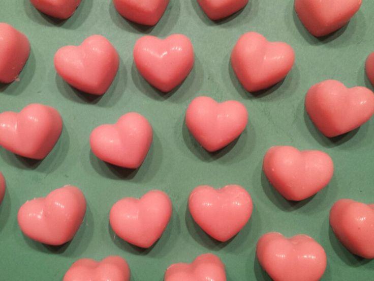 Cadeautjes tijd!  De eerste 15 bestellers krijgen van mij 2 van deze heerlijk geurende hartjes waxxies bij hun bestelling.