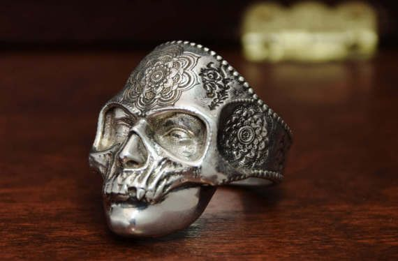 Silver Skull Ring. Sterling Silver 925.  ALL RING SIZE AVAILABLE.  Mens skull ring. Gothic Jewelry. Skull mask ring. Mask of opera, ghost of opera jewelry. Solid silver skull.  Check our etsy shop presentation for more informations.  We offer this piece in 18k gold plated gold and black rhodium finish also. Skeleton jewelry. Macabre ring.