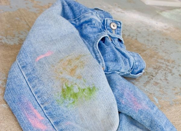 This guide is about removing grass stains from clothing. A stubborn stain that can end up on many a knee is from the lawn.
