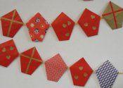 http://www.mamabende.nl/knutselen-met-kinderen/origami-sinterklaas-slinger/