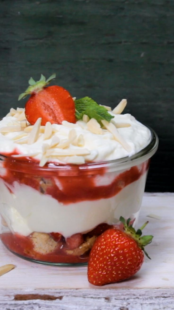 In 30 minutes to the BEST strawberry tiramisu