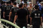 Cina hukum 97 staf polisi karena gagal awasi Muslim  BEIJING (Arrahmah.com)  Sebanyak 97 perwira polisi di Xinjiang baru-baru ini dihukum karena dinilai tidak melaksanakan pekerjaan mereka dengan benar South China Morning Post melaporkan pada Jumat (7/4/2017).  Mereka termasuk tujuh polisi desa yang terletak di bagian selatan Xinjiang diklaim tidak disiplin karena tidak memata-matai penduduk setempat dengan semestinya.  Petugas yang tidak mendaftarkan jumlah yang tepat dari umat Islam yang…