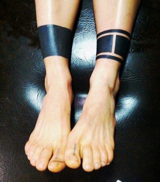Amazing blackwork tattoo gallery tattoo ink blackwork for Thigh band tattoo