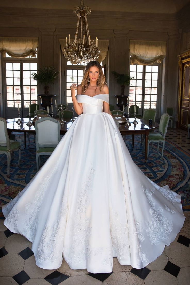 Fairy story White Off Shoulder Wedding ceremony Gown,Appliques Bead Lengthy Bridal Gown,Customized Made Wedding ceremony Bridal Robe