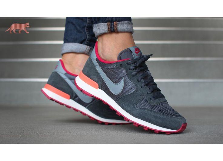 separation shoes 3f3d3 dae9f ... Nike wmns Internationalist (Dark Magnet Grey / Magnet Grey - Fuchsia  Force) ...