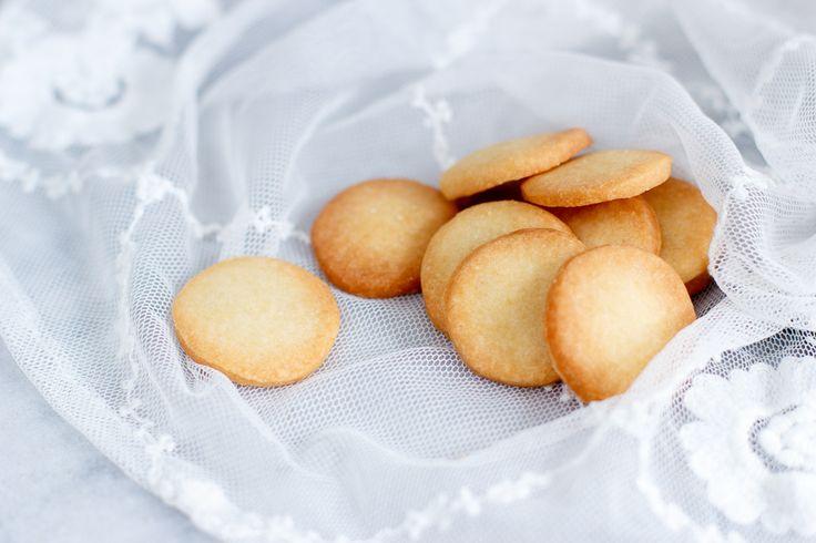 Dit klassieke Franse recept is ontzettend makkelijk te maken. Ik heb het over de sablé, ofwel het zandkoekje. Een bros koekje, dat smelt op je tong.