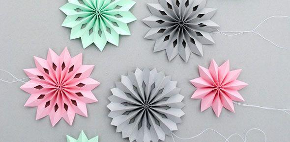 Superduidelijke uitleg zodat je zelf deze mooie papieren decoratie kunt maken. Wij krijgen helemaal zin om te knippen en vouwen! - Craftuts