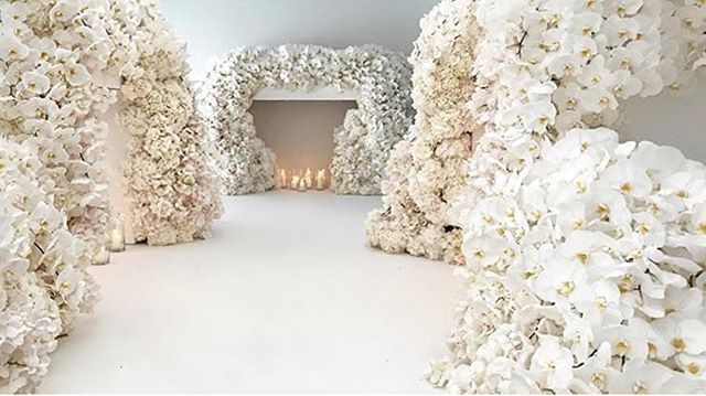 """""""#JeffLeatham NEVER EVER disappoints - TO DIE FOR 😍🙌🏾💎 Wedding at #BlenhiemPalace with florals by @jeffleatham !! - #boxedbash #eventcoordinator #eventstyling #party #partyplanner #events #eventlife #decor #eventstylist #glamour  #fancy #classic #style #overthetop #glamour #tent #palace #england #orchid"""" by @boxedbash. #이벤트 #show #parties #entertainment #catering #travelling #traveler #tourism #travelingram #igtravel #europe #traveller #travelblog #tourist #travelblogger #traveltheworld…"""