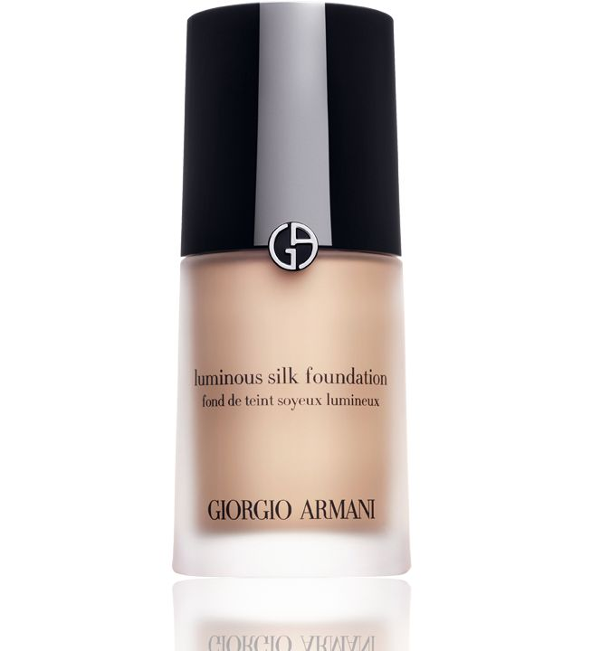 Explore premium foundation at Giorgio Armani Beauty. Long lasting transfer resistant formulas, illuminating and moisturising foundation - treat yourself today.