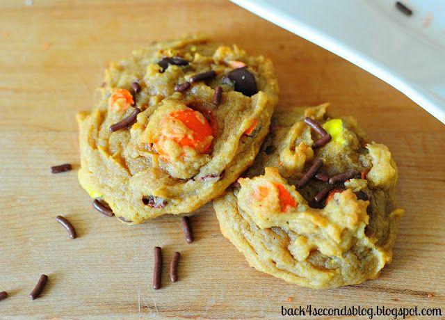 Peanut Butter Pumpkin Pretzel Cookies - A surprising combination that just can't be beat! These are AMAZING!!! http://backforsecondsblog.com #pumpkin #peanutbutter #pumpkincookies