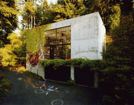 We like the colors, the use of concrete and windows, and plants.