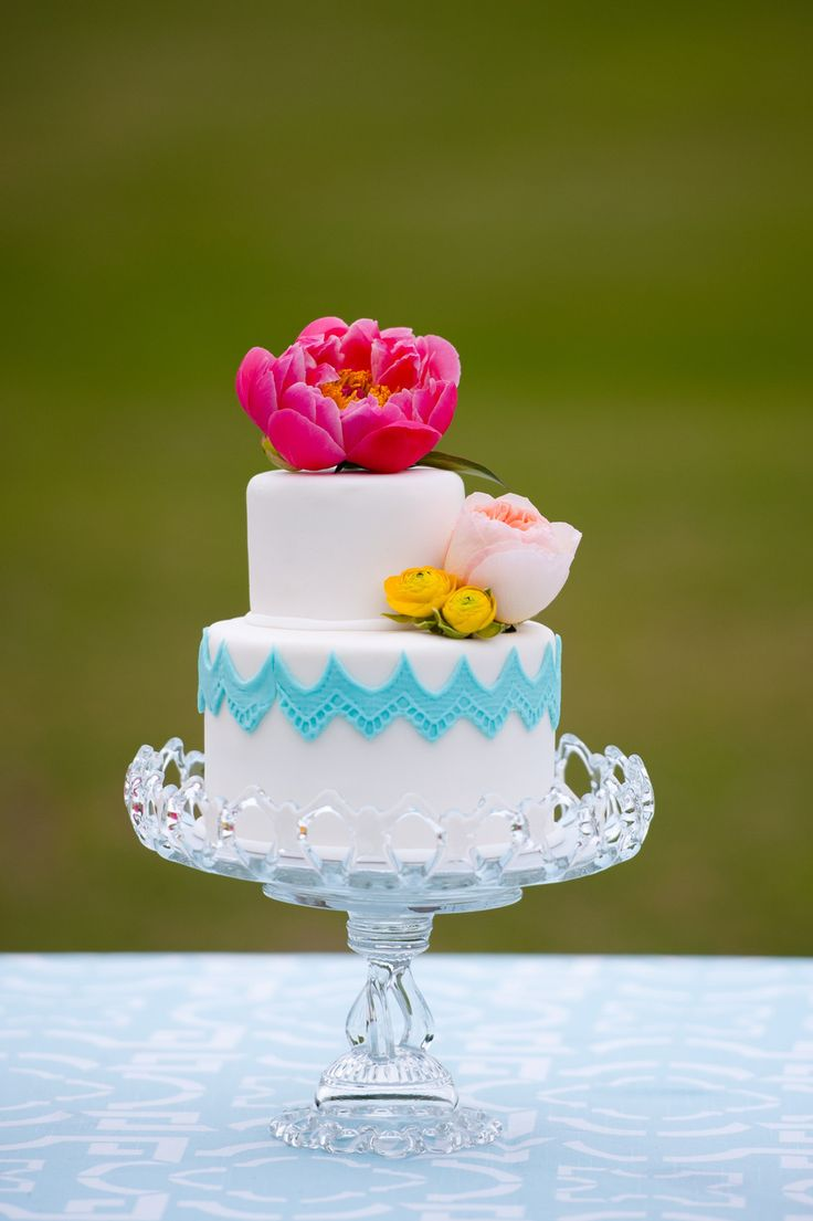 shabby chic bridal shower cakes%0A Outdoor Wedding Glamour   Elegance from We Tie The Knots   Tessa Marie  Weddings