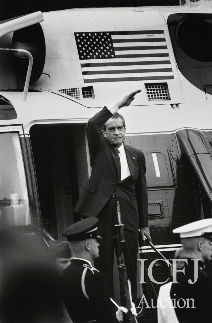This iconic photo of a disgraced president