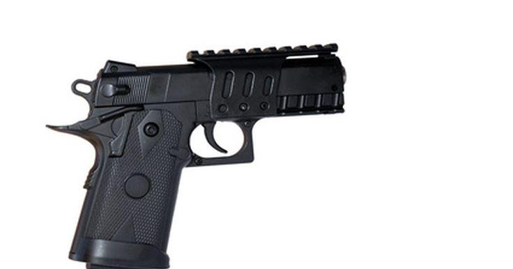 """Lista de calibres de armas de fuego. El calibre de un arma de fuego se refiere al diámetro de la bala y al interior del cañón del arma. Determina cuán poderosa es el arma. Se mide en pulgadas o en milímetros. """"Gauge"""" es otro término que se refiere a la medición del calibre de las municiones en una escopeta. Un calibre más alto significa una bala más grande que será despedida con más ..."""