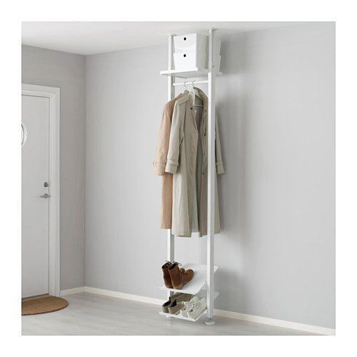 IKEA - ELVARLI, Hyllykokonaisuus, Avointa säilytystilaa voidaan muokata tai täydentää aina tarvittaessa. Ehkä ehdottamamme yhdistelmä sopii sinulle täydellisesti – toisaalta voit helposti luoda myös omasi.Kenkätelineen leveä ura kerää lian kenkien pohjasta ja estää sitä sotkemasta lattiaa.Voit valita, haluatko sijoittaa avosäilytysratkaisun seinää vasten tai käyttää sitä tilanjakajana kattoon kiinnitettävän pylvään avulla.Siirrettävien hyllylevyjen ja vaatetangon ansiosta kaappia on helppo…