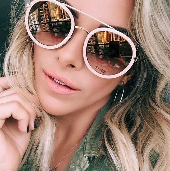 Fendi Funky Angle  @nandaportella  www.envyotica.com.br ✔️ #envyotica #fendi #fendisunglasses #sunnies #sunglasses #oculos #beauty #acessories #fashion #moda #funky