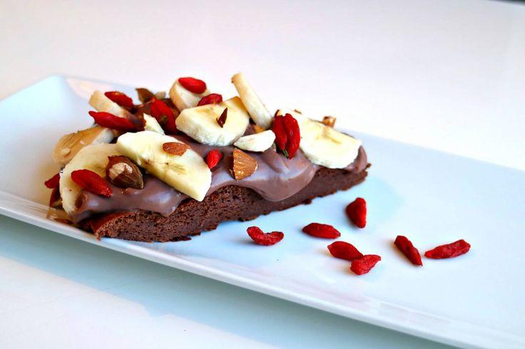 Recept Kladdkaka: 3 ägg 1 dl kakao 1,5 dl bak protein 1,5 dl stevia strösocker 5-8 sockerfri vanilj essens från @nutrinick_sweden 1 matsked rapsolja 250g nötkräm kvarg Lindahls ••• 175*  & baka i nedre delen av ugnen i 15-20min.