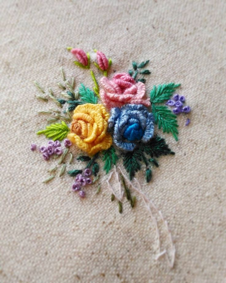"3,233 curtidas, 47 comentários - 刺繡作家 王瓊怡 Joanne (@up_in_the_hill) no Instagram: ""#broderie #ricamo #embroidery #bordado#handembroidery #needlework #hearts #love…"""