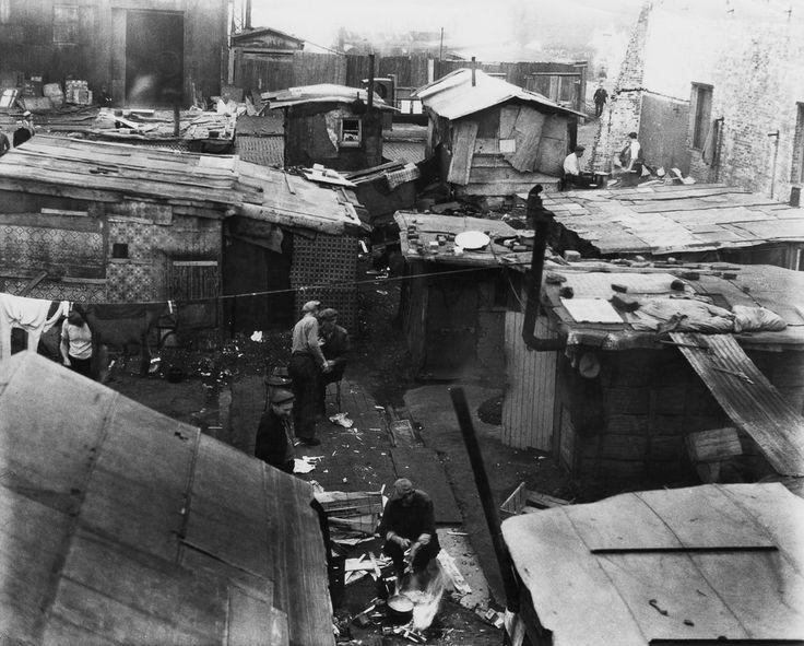 Interior de uno de los barrios de chabolas que se fueron construyendo por todo el país, durante La Gran Depresión. 1933.