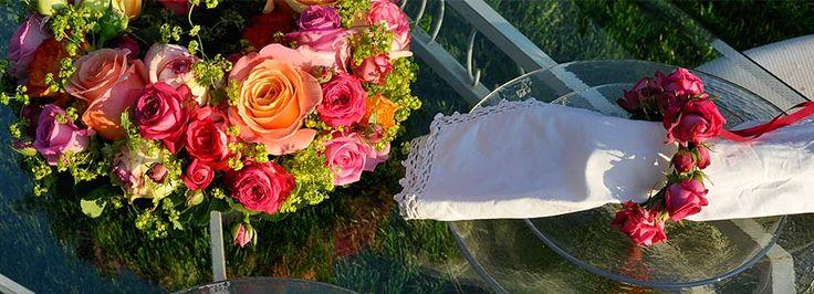 Fleurop-Interflora; Blumenversand in die ganze Welt. Blumen, das Geschenk für jeden Anlass, ob rote Rosen oder zum Geburtstag.