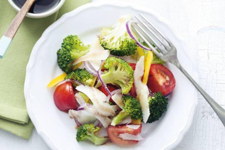 Kijk wat een lekker recept ik heb gevonden op Allerhande! Tomatensalade met broccoli