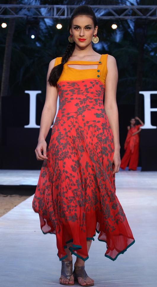 Shruti Sancheti. the collar detail is heartwarming :)