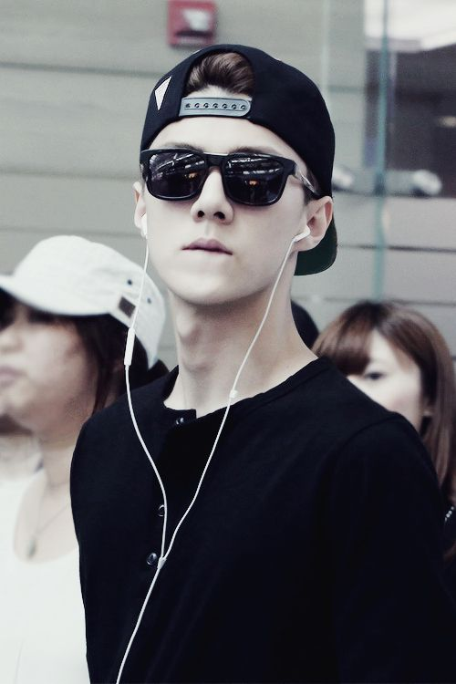 sehunniez:  stop doing this u flawless human being ©