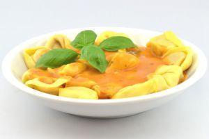 Tortelloni in Tomatensauce (DGE-zertifiziert) | Cateringgerichte für Kinder